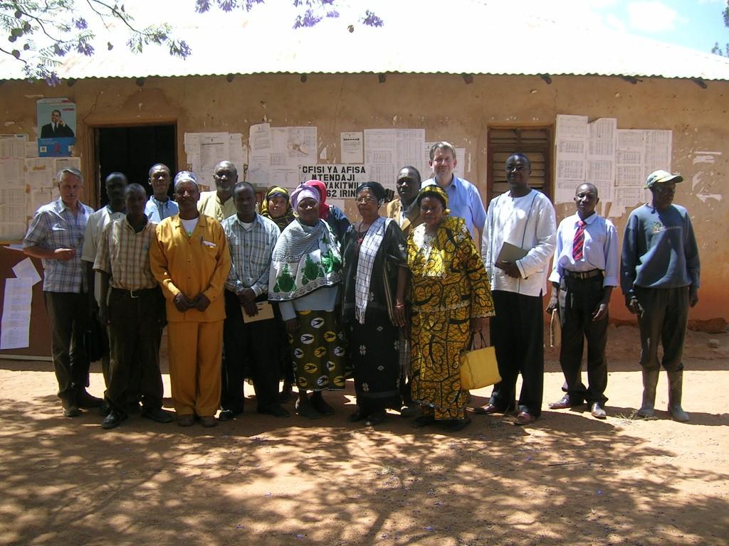 Der Gemeinderat und die Vertreter von Amani nach der Sitzung