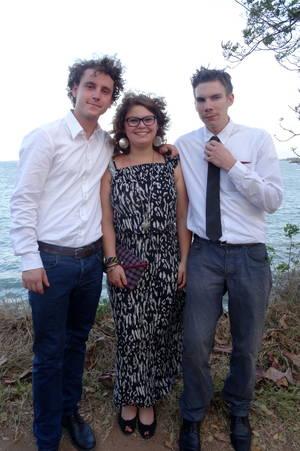 Die Kilolos: Philipp und Tristan umrahmen Julie