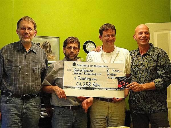 v.l. Ulrich Siepe, Matthias Schmidt (Vorstand Amani Kinderdorf e.V.), Dr. Frank Toonen, Heiner Ricken (Old Table 258 Kalkar)