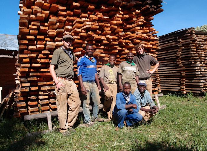 Das Schreinerteam 2014/15, bestehend aus Nikolas, Patrick, Bosco, Rogatus, Paul, Stan und Shedy