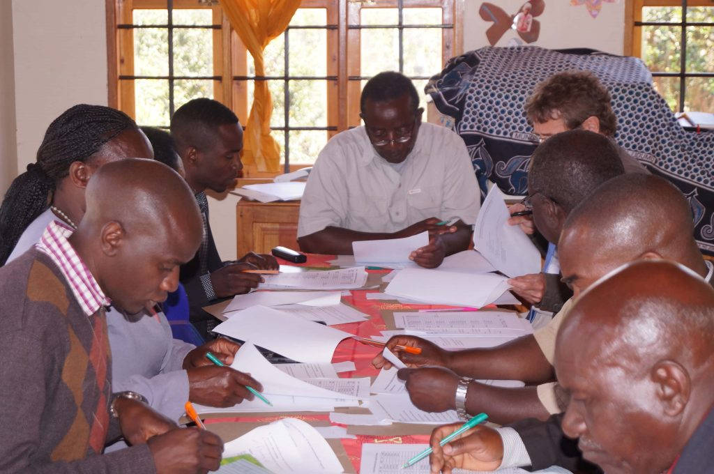 Konzentrierte Arbeitsatmosphäre beim Board-Meeting in Kilolo